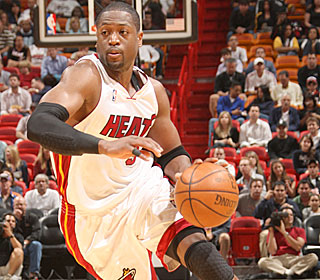 Dwyane Wade adds to his NBA-leading average with his game-high 35 points.  (Getty Images)