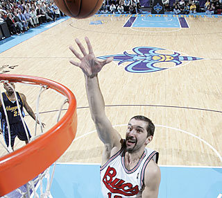 Peja Stojakovic helps New Orleans by putting in a season-high 26 points in the win.  (Getty Images)