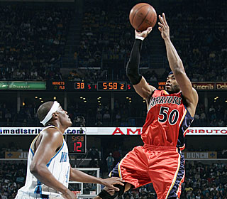 Corey Maggette provides a lift off the bench, scoring 12 of his 19 points late in the fourth.  (Getty Images)