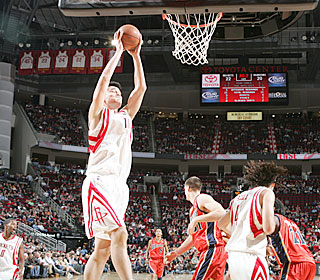 Yao Ming goes 9-for-14 from the field to fuel the short-handed Rockets.  (Getty Images)