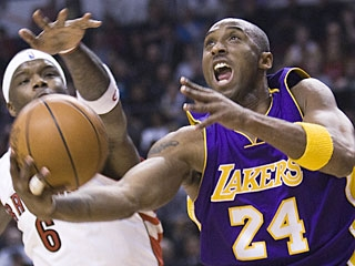 Kobe Bryant comes into the game averaging 28 points in 21 games vs. Toronto before scoring 36. (AP)