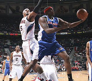 Zach Randolph displays some nifty moves to help the Clippers get their seventh road win.  (Getty Images)