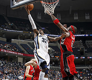 O.J. Mayo pours in 12 of his 16 points in the fourth quarter for the surging Grizzlies.  (Getty Images)
