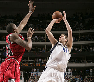 'I just had to stay aggressive and look for my shot,' Dirk Nowitzki says.  (Getty Images)