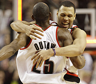 Brandon Roy receives a big hug from Travis Outlaw after hitting the game winner vs. the Knicks.  (AP)
