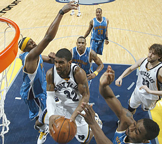 O.J. Mayo explodes for 22 points and a career-best 16 boards in the Grizzlies' win.  (Getty Images)