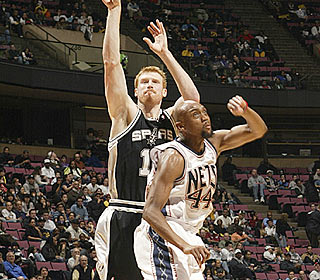 After torching the Celtics on Sunday, Matt Bonner adds another 22 points against the Nets. (Getty Images)