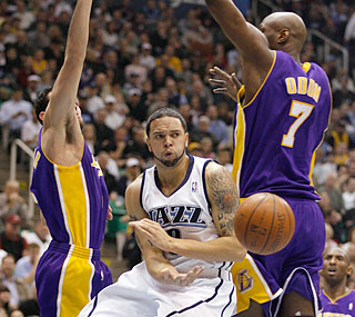 Deron Williams dazzles the crowd by finishing with 31 points and 11 assists against the Lakers.  (AP)
