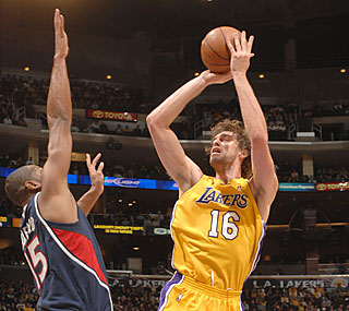 Pau Gasol's rare triple-double helps the Lakers tip off the second half with a victory. (Getty Images)