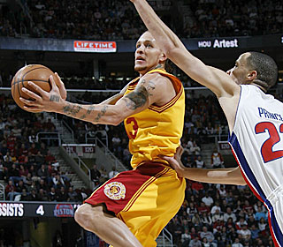 Delonte West wastes no time getting back into a groove, scoring 25.  (Getty Images)