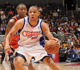 Eric Gordon continues his recent surge, hitting a career-high six 3-pointers.  (Getty Images)