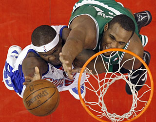 Glen Davis and the Celtics struggle to slow down Zach Randolph, who amasses 30 points in the upset.  (AP)