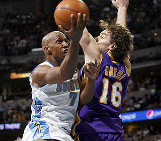 Chauncey Billups drives past the cold-shooting Lakers for 22 points with five boards and six assists.  (AP)