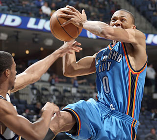 Russell Westbrook struggles from the field (5-for-17) but sinks 15 free throws to finish with 25 points.  (AP)