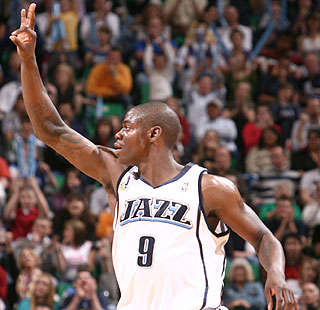 Ronnie Brewer acknowledges the crowd after he scores a career-high 26 points in the dominant win.  (AP)