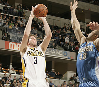 Troy Murphy shows off his outside touch during his 22-point, 18-rebound outing.  (Getty Images)