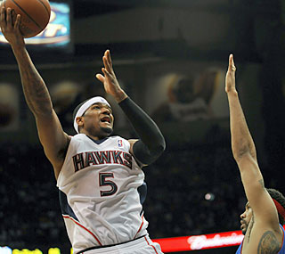 Josh Smith (19 points, 12 boards) helps Atlanta gain ground in the East while snapping Detroit's streak.  (AP)