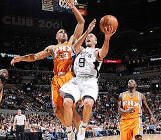 Tony Parker pours in at least 30 for the fourth time in his past eight games.  (Getty Images)