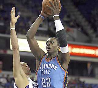 Jeff Green scores 22 points as the Thunder storm into Sacto and win just their fifth game on the road.  (AP)