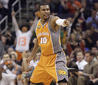 Leandro Barbosa is on point late, hitting three 3-pointers to end the Suns' six-game skid.  (AP)