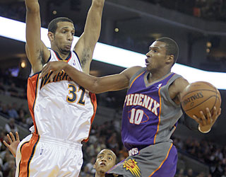 Leandro Barbosa -- one of four Suns to surpass 20 points -- helps Phoenix end a five-game road skid.  (AP)