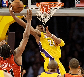 Kobe Bryant helps the Lakers gain a little momentum before hitting the road for a seven-game tour. (AP)