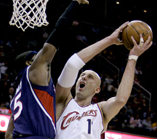 Zydrunas Ilgauskas is just the fourth Cavalier to pass the 10,000-point mark for his career.  (AP)