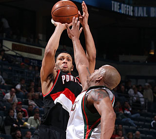 Brandon Roy puts the Blazers on his back with 30 points, eight boards and seven assists.  (Getty Images)