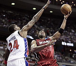 Antonio McDyess and the Pistons fail to stop Dwyane Wade (39 points) and the visiting Heat.  (AP)