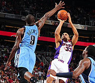 A resurgent Grant Hill sinks a dagger to help the Suns win a season-high sixth straight.  (Getty Images)