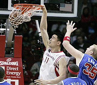 Yao Ming drives baseline for two of his 21 points as the Rockets cruise to the victory.  (Getty Images)