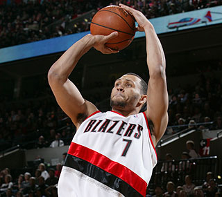 Brandon Roy's 21 points and eight rebounds help Portland to an easy win over Memphis.  (Getty Images)