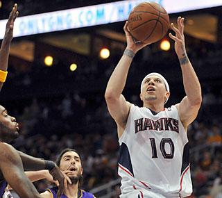 Mike Bibby helps the Hawks end their two-game slump by scoring 21 points against the Lakers.   (AP)