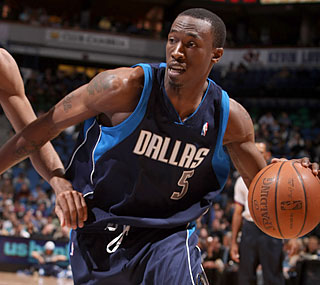 Josh Howard provides 14 points, six boards in his first game back after missing 11 straight.  (Getty Images)