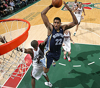 Rudy Gay pours in 10 points during a key 19-7 second-quarter run for the Grizzlies.  (Getty Images)