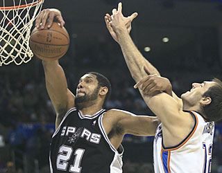 The Spurs' Tim Duncan pulls down 15 rebounds to go with his 25-point outing against the Thunder.  (AP)