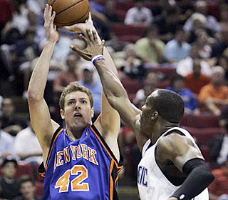 David Lee puts up 20 points and 16 boards to help the Knicks avoid a season sweep to the Magic.  (AP)