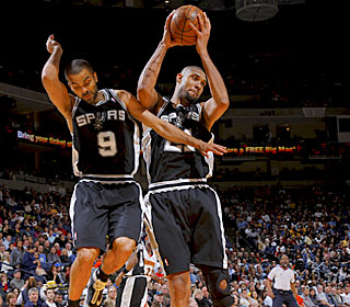 Tim Duncan hauls in one of his 13 rebounds in the Spurs' third consecutive victory.  (Getty Images)