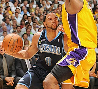 In a losing cause, Utah's Deron Williams scores 35 points against the Goliaths of the West.  (Getty Images)