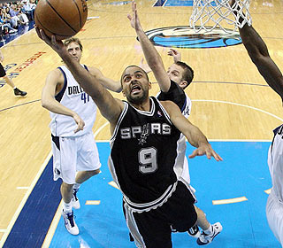 Tony Parker can't be contained as he goes 18-for-29 from the floor, but the Spurs can't capitalize.