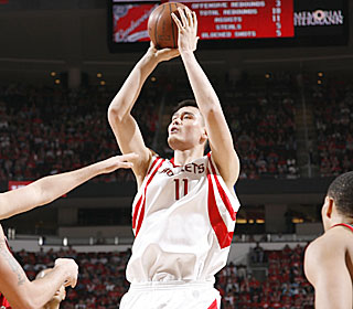 Yao Ming scores 21 points, and the Rockets improve to 34-4 when Yao gets at least 20.  (Getty Images)
