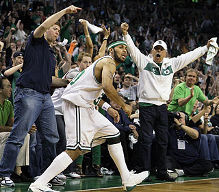 Celtics sub Eddie House brings the fans to their feet by scoring 16 points without missing a shot.