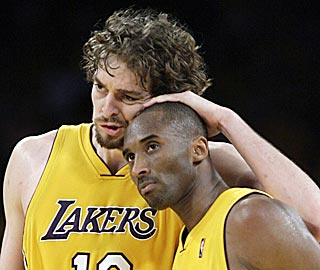 Pau Gasol offers Kobe Bryant thanks for his 40-point effort, which includes six FTs in the last 30 seconds.