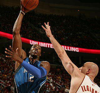 Dwight Howard posts 30 points and 13 rebounds before fouling out in Orlando's Game 1 victory.