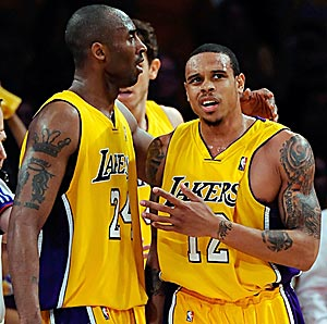 Kobe pulls some strings, lets deep supporting cast take spotlight