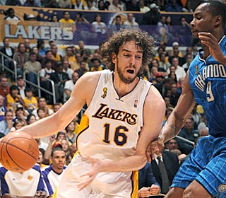 Pau Gasol puts up another double-double, getting 24 points, 10 rebounds and three assists.