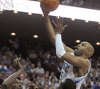 Vince Carter steps up in his Magic debut by scoring 15 points against the 76ers.  (AP)