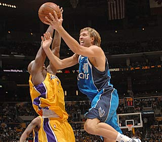 Dirk Nowitzki gets the Mavs going with 21 points as Dallas ends a 6-game skid vs. L.A. (Getty Images)