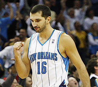 Peja Stojakovic gives the Hornets new life by hitting a game-tying 3-pointer to send the game into OT.  (AP)