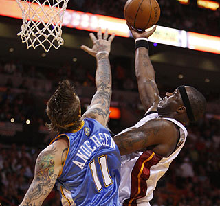 Chris Andersen can't stop Jermaine O'Neal, who ends the night with 18 points and seven rebounds.  (AP)